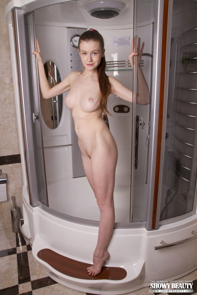 Hermosa Emily Bloom 01
